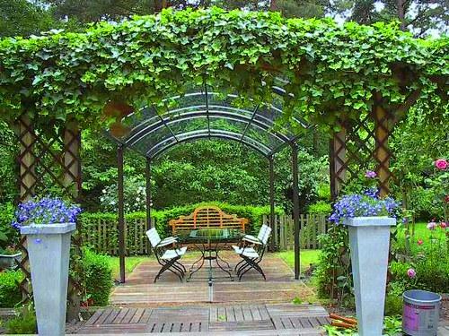 Un petit coin douillet dans son jardinle paysagiste le for Modele de deco jardin