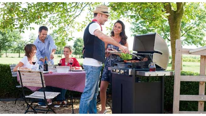 Faire un barbecue en famille