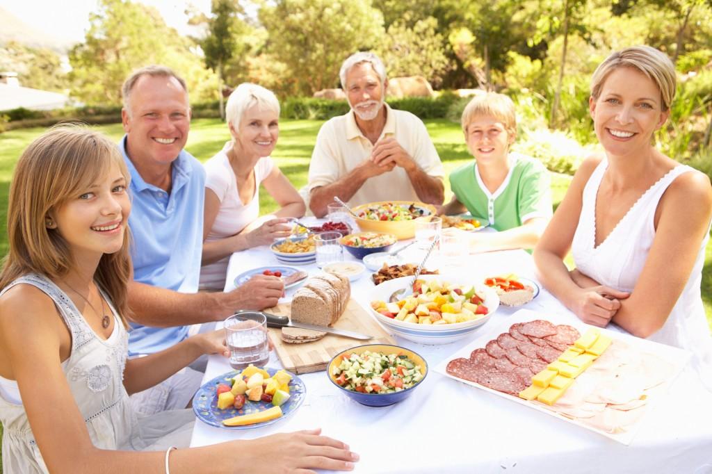 Repas familiaux en plein air