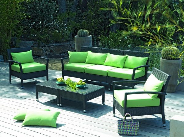 Mobilier de jardin vert