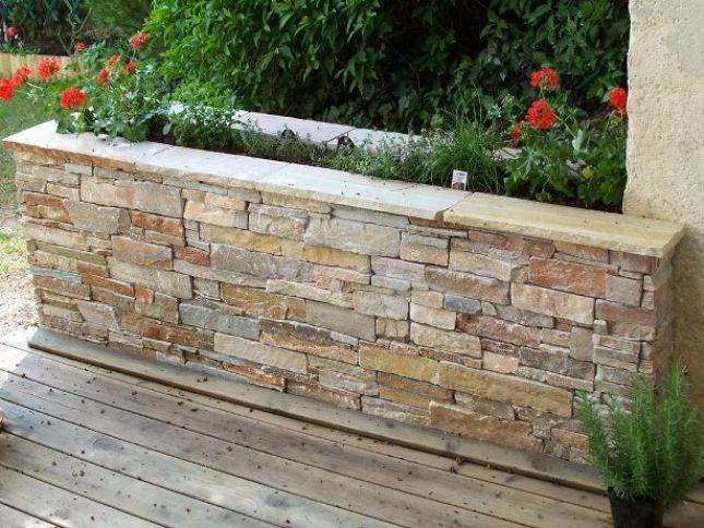Comment construire un muret de pierre le paysagiste le - Jardiniere en parpaing ...