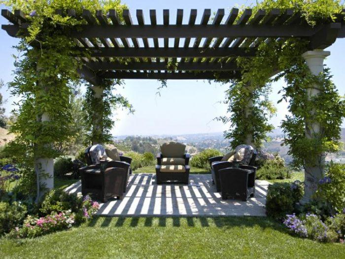 Embellir le jardin avec un abri d coratif le paysagiste - Tonnelle de jardin en bois ...