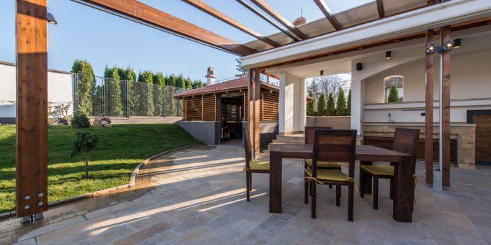 Les points forts d'une pergola bioclimatique dans son jardin