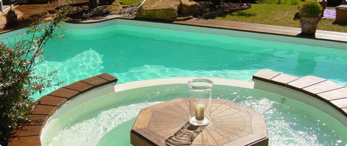 Orner le jardin avec une piscine originalele paysagiste for Piscine et jardin marseille 2017