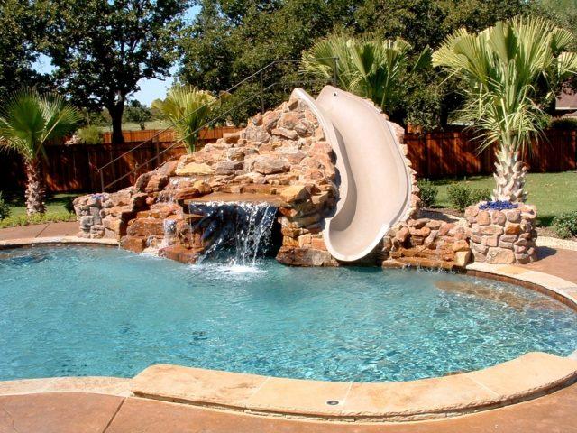 Orner le jardin avec une piscine originale le paysagiste for Piscine personnalisee