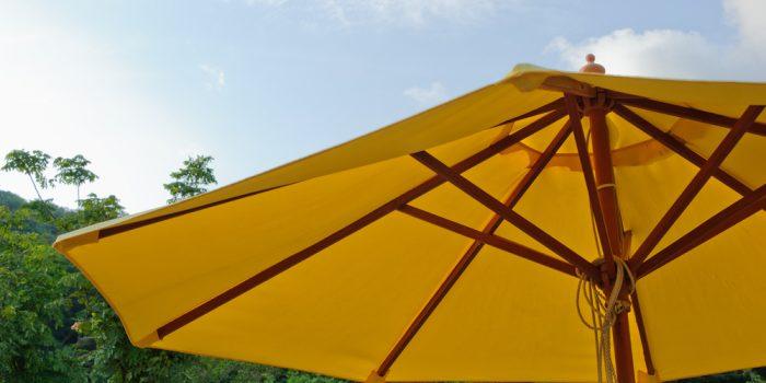 Le parasol déporté 3×3, comment le choisir ?