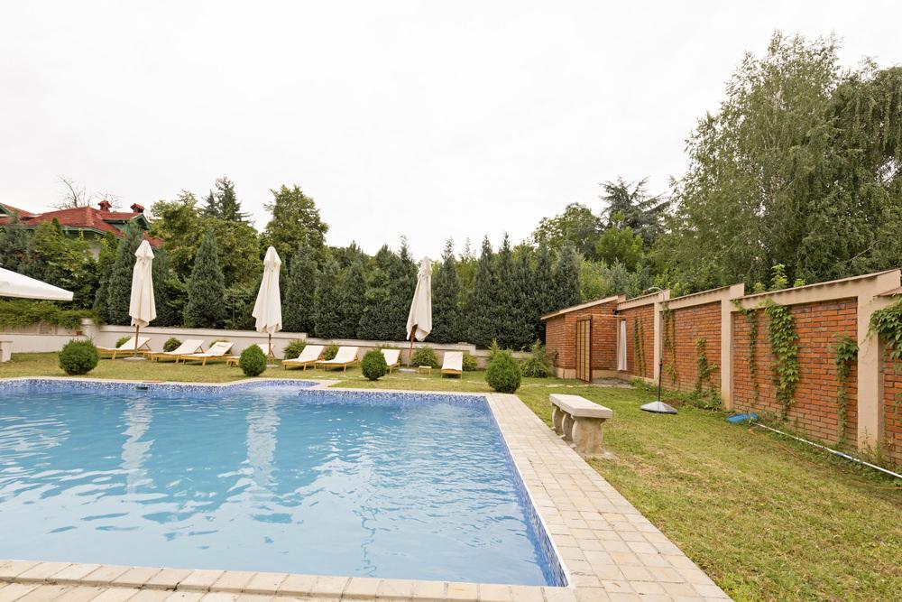 Créer des murets près de la piscine